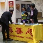 A visitor signs a petition to support Falun Gong.