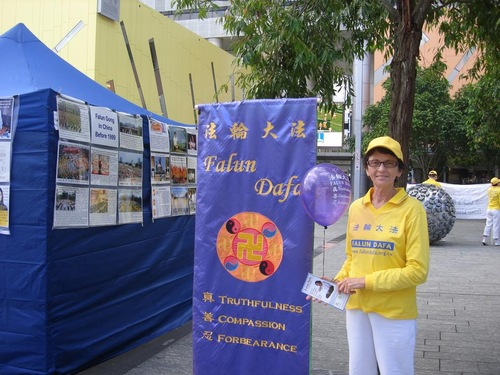 Grace, who often had conflicts with her mother, said that practicing Falun Gong has helped her to bring peacefulness and harmony into her relationship with her mother.