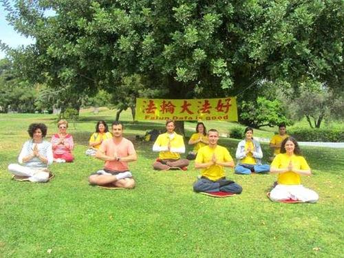Falun Dafa practitioners in Greece wish Master a Happy Birthday!