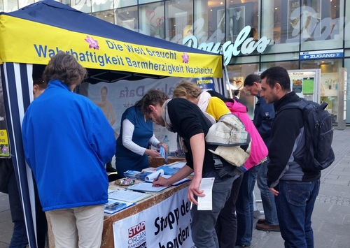 Falun Gong Information Day activity in Linz
