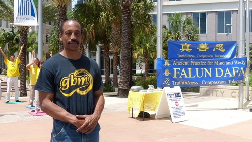 Mr. Charles Morse, an independent producer, felt strong energy from the Falun Gong exercises.