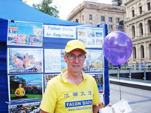 John Andress started practicing in 1999. He said that practicing Falun Gong brought complete changes to every aspect of his life, and benefited him both physically and spiritually.