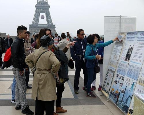 Tourists viewing Falun Gong materials.