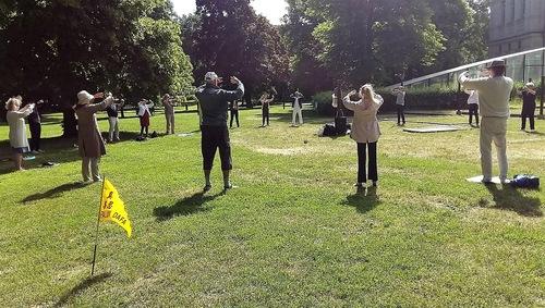 Group exercises in Stockholm's Humlegården Park.