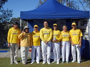 Falun Dafa Practitioners at the Pacific Pines Winterfest