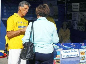Festival goers continued to visit the Falun Dafa stand