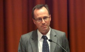 MP David Shoebridge moderated the open discussion in the New South Wales Parliament.