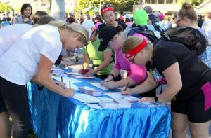 Participants in the fun run sign the petition to support Falun Gong's peaceful resistance.