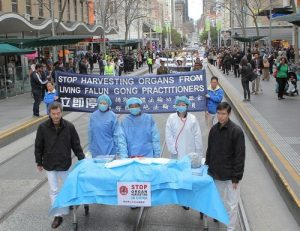 Reenactment of forced organ harvesting from living Falun Dafa practitioners in China.