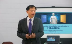 Dr. Xie teaching the first class on Falun Dafa at Academy of Lifelong Learning, University of South Carolina, Aiken.
