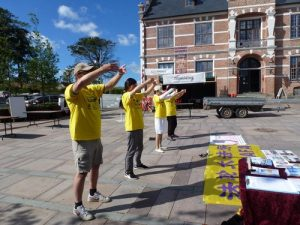 Practitioners demonstrate the Falun Dafa exercises at City Hall Square in Thisted.
