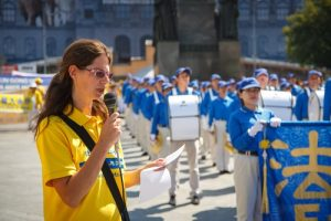 Falun Dafa practitioner speaking about the persecution of Falun Gong in China.