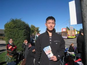 Yang Zihao, a Chinese immigrant and college student, liked the band's performance.
