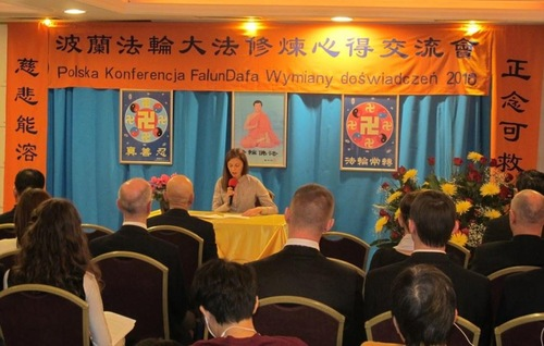 Practitioners share their cultivation experiences at the Falun Dafa Sharing Experience Conference in Warsaw, Poland.