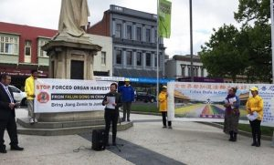 Ms. Belinda Coates, Deputy Mayor of Ballarat, speaks at a press conference held by Falun Gong practitioners.