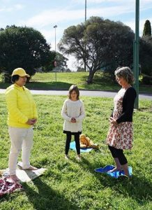 Ms. Susan Andrew and her daughter learn the Falun Gong exercises together.