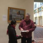 Signing the petition to condemn forced organ harvesting.
