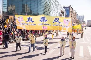 Many people said they liked the Falun Dafa principles of Truthfulness-Compassion-Forbearance.