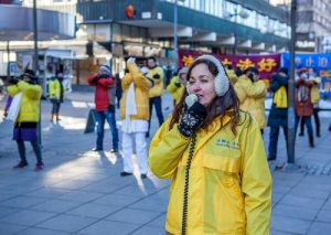 A practitioner speaks during a rally opposing the CCP's persecution of Falun Gong.