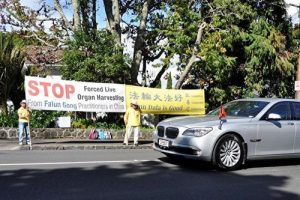 Peaceful Falun Gong protest as Chinese Premier Li Keqiang leaves Government House in Auckland.