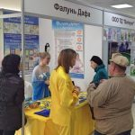 Visitors pause to learn about Falun Gong.