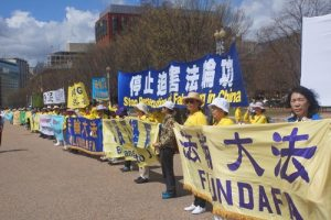 Falun Gong practitioners can be seen displaying their banners in a hope both President's Trump and Xi will see.
