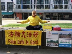 Practitioner Garry Kearns raises awareness about the CCP's persecution in a downtown area every week.