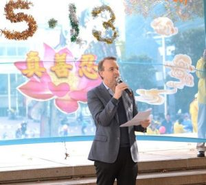 Well-known human rights lawyer Kerry Gore believes that Falun Gong offers a lot of benefits to society. He appreciates Master Li for introducing Falun Gong to public.