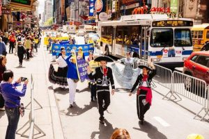 Practitioners from Mexico attended the march in New York City on May 12 to celebrate the 18th annual World Falun Dafa Day.