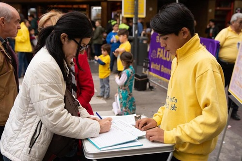 People sign petitions after learning about the human rights violations being perpetrated against Falun Gong practitioners in China.