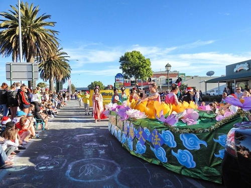 Practitioners from Adelaide participate in the Christmas parade.