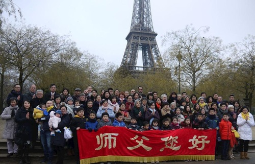 french falun dafa practitioners gathered at the eiffel tower on december 16 for a group photo to show their appreciation for the benefits theyve received