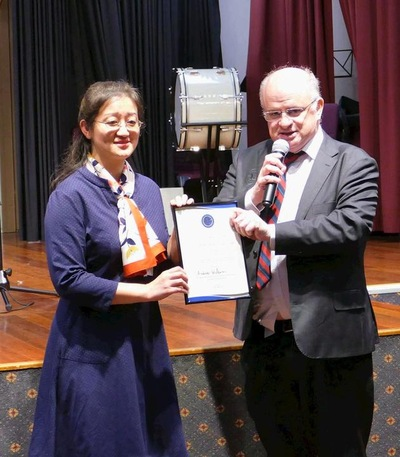 Lord Mayor Andrew Wilson of the City of Parramatta hands his letter of recognition to Dr. Zhao, Director of the Australia Falun Dafa Association.