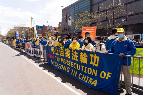 Over one thousand Falun Dafa practitioners hold a rally in Flushing on April 18, 2021, to commemorate a historic appeal by practitioners in China on April 25, 1999.