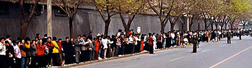 April 25, 1999, about 10,000 Falun Gong practitioners staged a peaceful appeal outside the State Council's Appeals Office in Beijing.