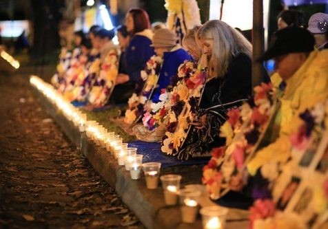 Falun Gong practitioners in Melbourne, Australia held a candlelight vigil in front of the Chinese Consulate on the evening of July 20, 2016.