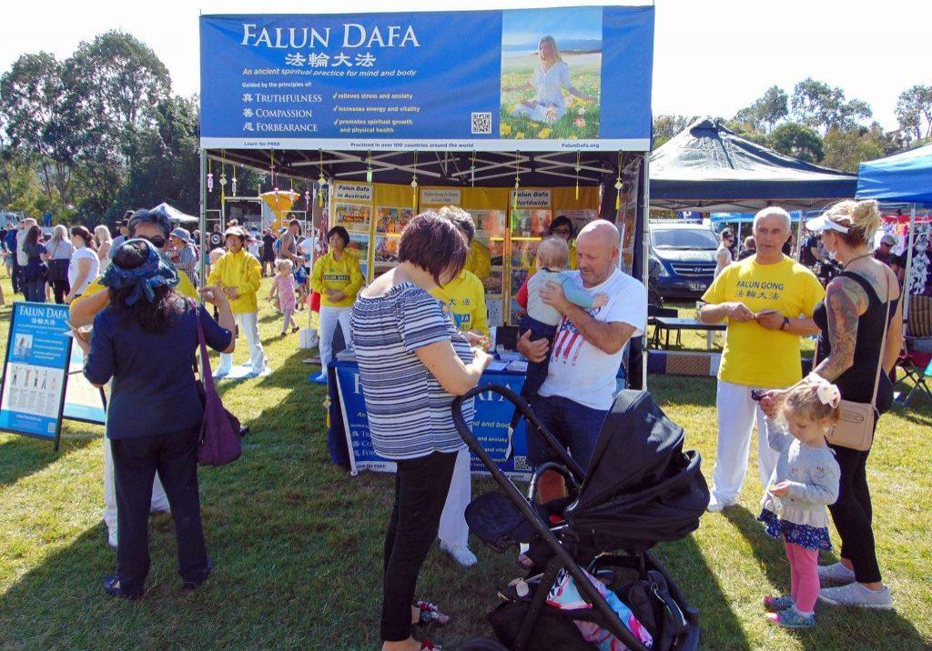 Falun Dafa Stall.