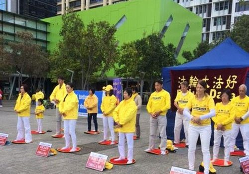 Practitioners demonstrate the Falun Gong exercises at Brisbane Square.
