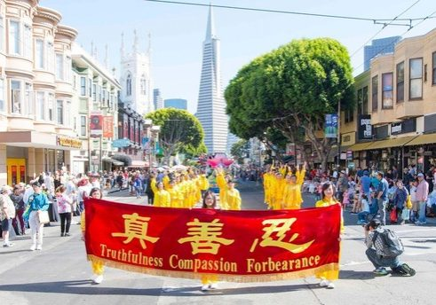 Practitioners demonstrate the Falun Dafa exercises at the 149th Italian Heritage Parade in San Francisco on October 8, 2017.