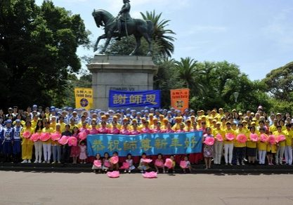 Falun Gong practitioners in Melbourne wish Master Li Hongzhi a Happy New Year.