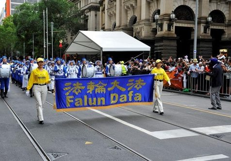 Falun Gong practitioners' procession was welcomed in the Australia Day parade in Melbourne.