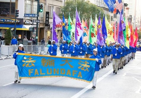 The Falun Dafa Flag Team marching at the Veterans Day Parade in Manhattan.
