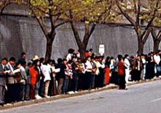 April 25 1999, some 10,000 Falun Gong practitioners gathered at the central appeals office in Beijing, to peacefully appeal the release dozens of Falun Gong Practitioners who days before were illegally arrested.