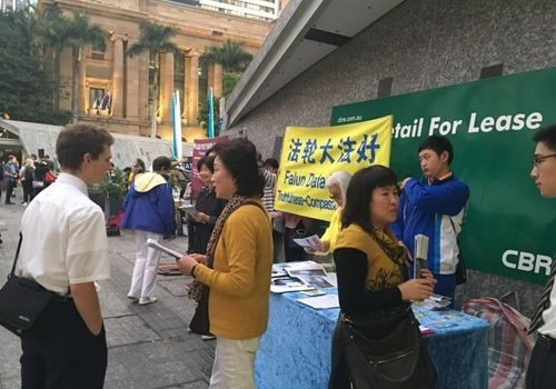 Falun Gong practitioners expose the CCP's persecution of Falun Gong at King George Square in Brisbane.