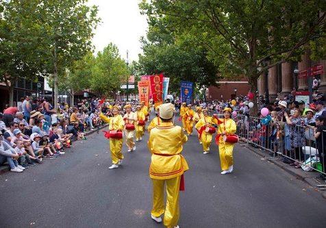 Falun Gong practitioners at Easter Gala Parade in Bendigo.