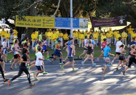 The runners had a chance to see the Falun Gong practitioners' banners.