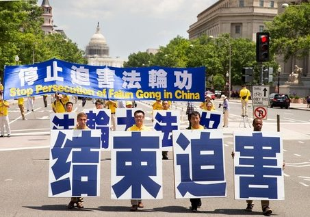 """Five practitioners hold large Chinese characters reading """"Falun Dafa is Good."""""""