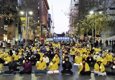 Candlelight vigil at Martin Place commemorated Falun Gong practitioners who died in the persecution.