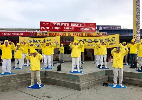 Practitioners from south Auckland held activities to introduce Falun Gong.